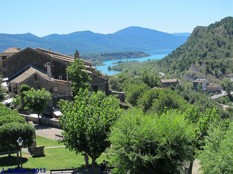Vue sur la vallée depuis les fortifications d'Ainsa