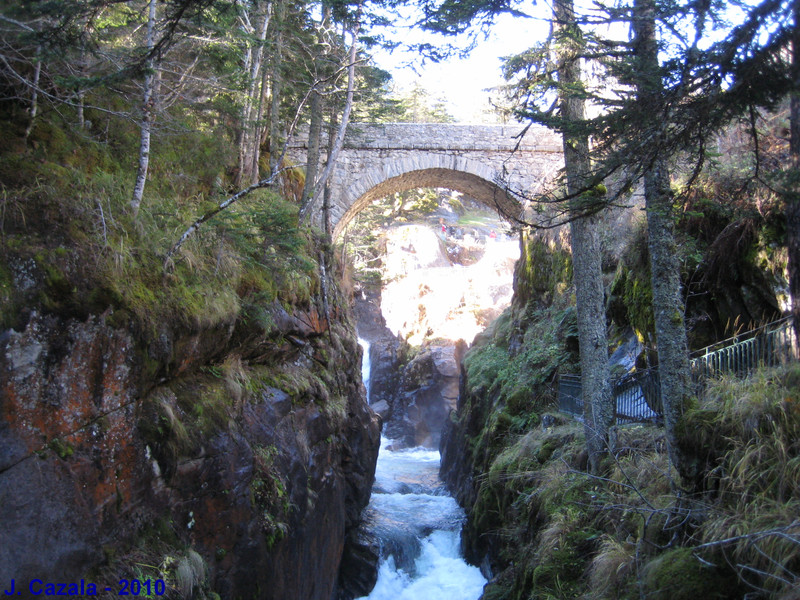 Le Pont d'Espagne et ses célèbres cascades