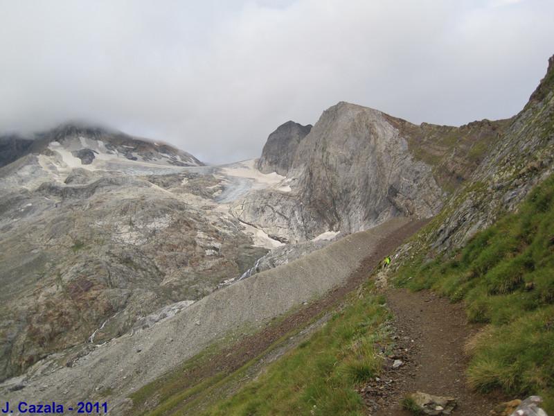 Le glacier d'Ossoue depuis le GR 10