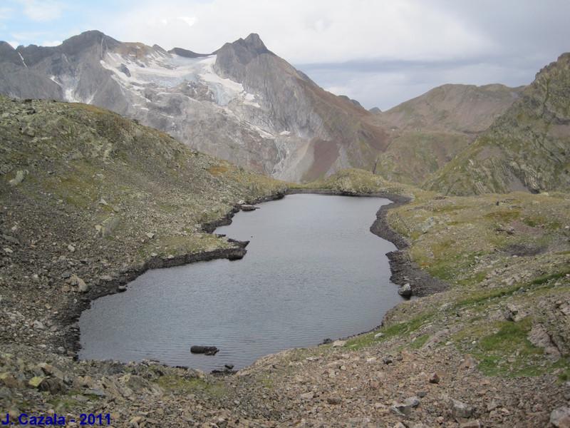 Vue sur le glacier du Vignemale depuis le lac des Gentianes