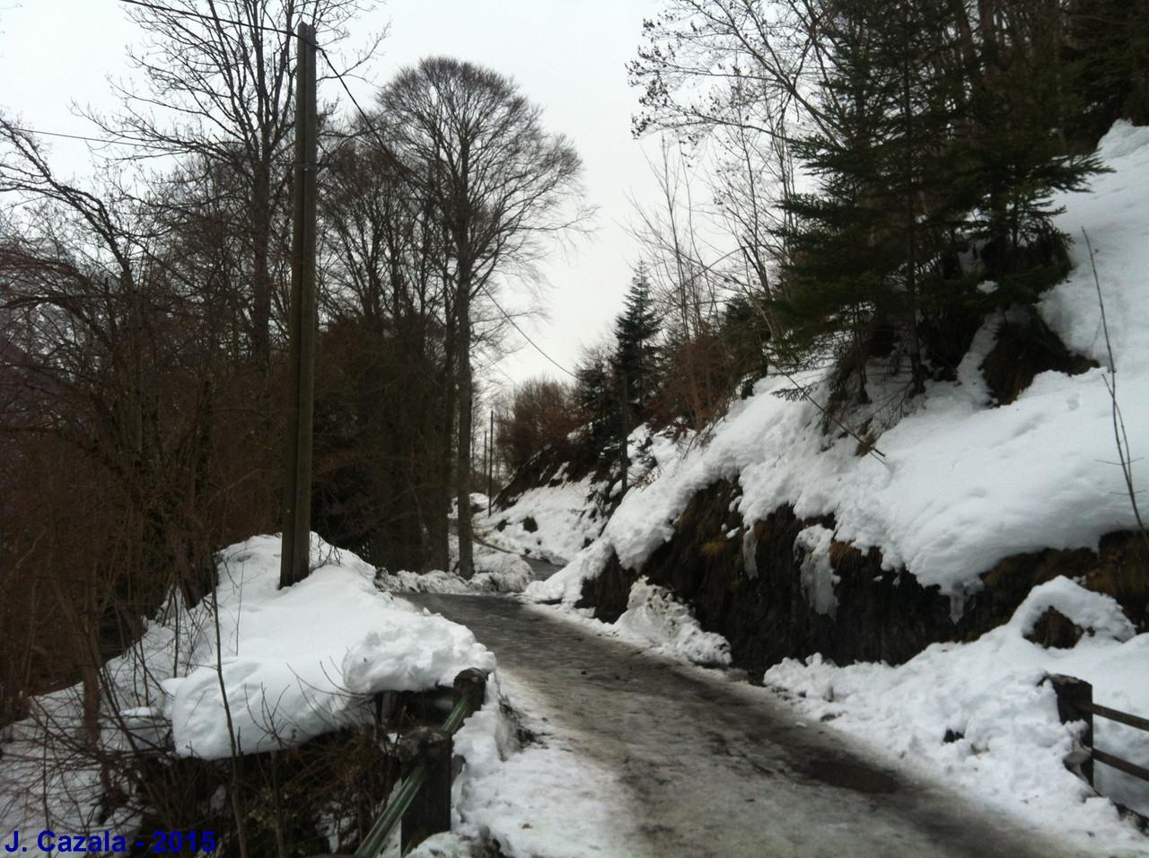 La route montant à la l'hôtellerie de la Reine Hortense