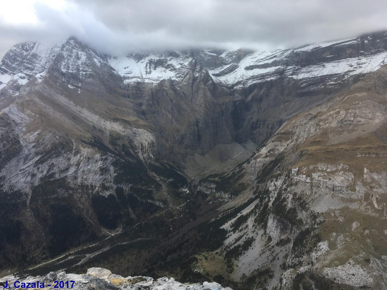 Le cirque de Gavarnie depuis le sentier du Pic de la Pahule