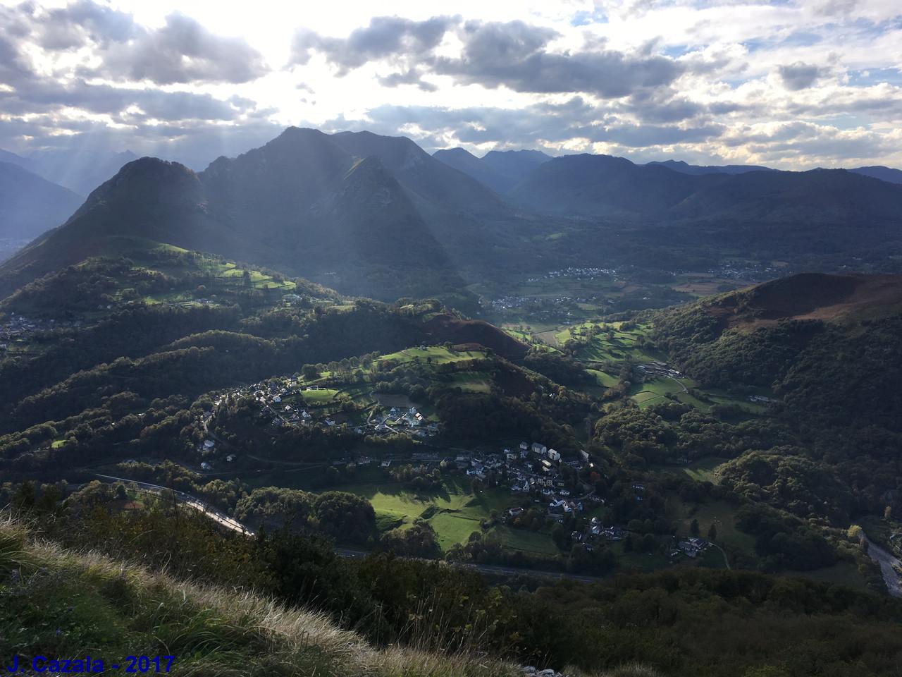 Vue sur la vallée depuis le Pic du Jer