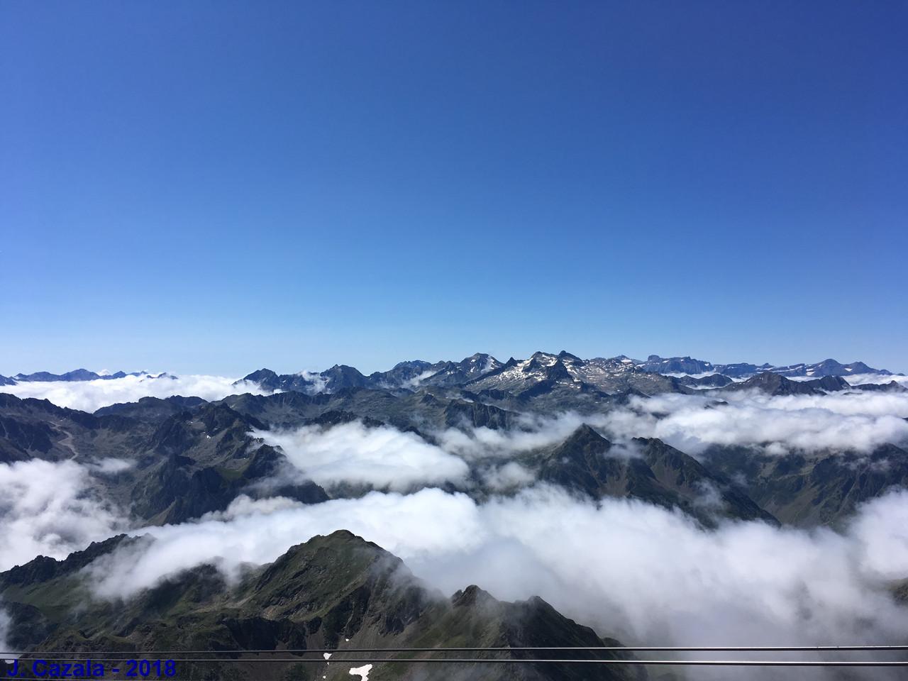 Mer de nuages sur la chaîne des Pyrénées